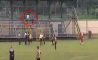 La extraña expulsión de un árbitro a un aficionado en Costa Rica que nadie entiende