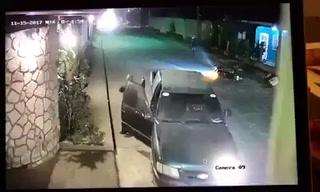 Joven se salva de morir a manos de delincuentes que le robaron su moto