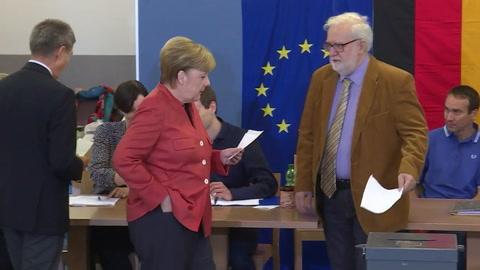 CDU de Merkel gana legislativas en Alemania, según sondeos