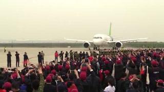 China inicia la carrera aérea tras primer vuelo del C919