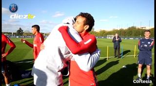 ¡SORPRESA! Kobe Bryant visita el entrenamiento del PSG
