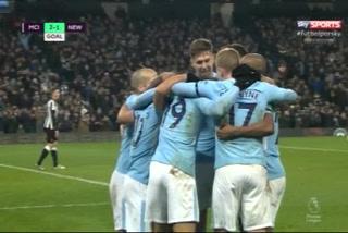 Un triplete de Agüero distancia al City en lo más alto de la Premier League