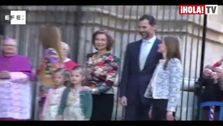 La Reina, los Príncipes de Asturias con sus hijas y la Infanta Elena asisten a la misa de Pascua en Palma