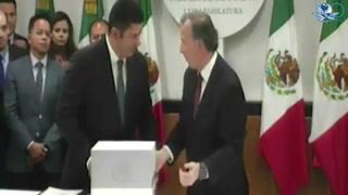 Meade entrega paquete Económico 2017 a diputados