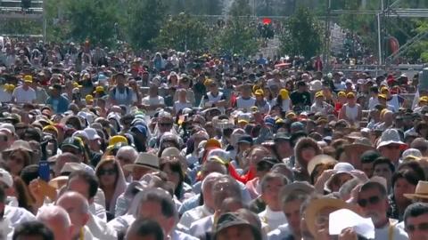 Misa multitudinaria y protestas en visita del papa a Chile
