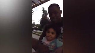 Mediante tierno vídeo, tico Joel Campbell y su hija invitan a la afición del Betis al estadio