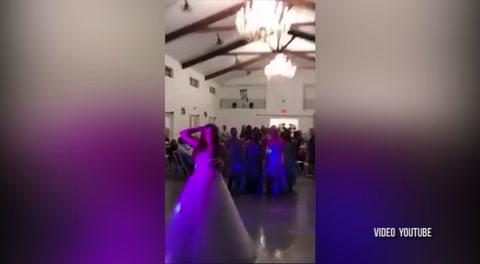 Jóven con cáncer se casa y en boda hace algo inesperado...