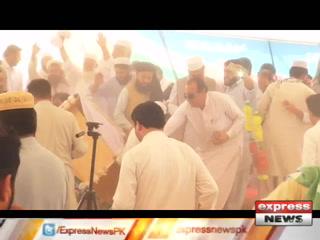 جماعت اسلامی کے انتخابی جلسے میں اسٹیج ٹوٹنے سے سراج الحق گرگئے