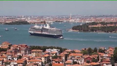 Porto, nuovo parcheggio per camion e container