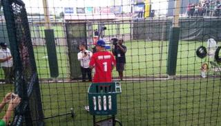 Así fue el lanzamiento de honor de Daddy Yankee en partido de beisbol en Puerto Rico