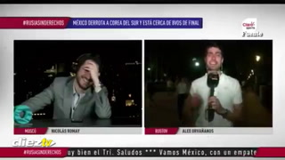 Rusia 2018: Linda rubia besa a periodista mexicano Alex Orvañanos en vivo