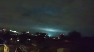 Captan luces en el cielo durante temblor