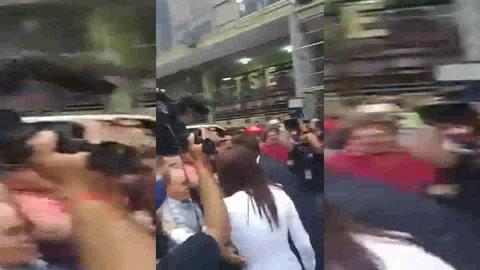 Salvador Nasralla llega al TSE para inscribir fórmula presidencial
