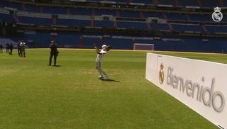 El show de Vinicius dominando el balón en su presentación en el Bernabéu