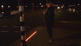 Ciudad holandesa coloca semáforo para adictos al celular