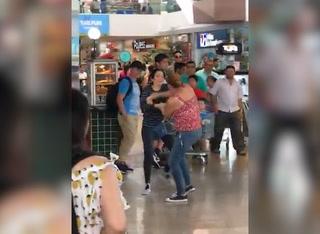Mujeres se van a los golpes en mall de Tegucigalpa