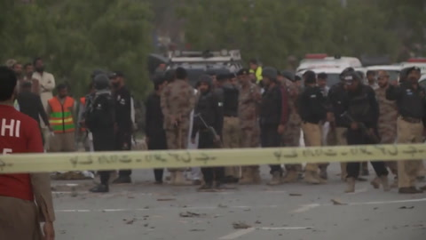 Triple ataque suicida mata al menos seis policías en Paquistán