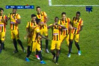 Darixon Vuelto de penal marca el 3 - 1 de Real España ante Motagua
