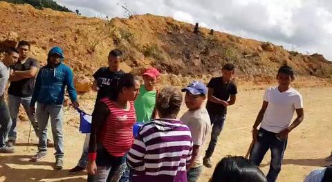 Con machetes se enfrentan pobladores por actividad minera en cementerio de Copán