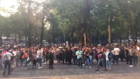 Mexicanos alerta tras fuerte sismo