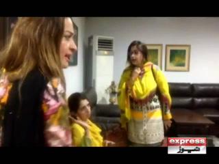 پی ٹی آئی کی ٹکٹوں سے محروم خواتین کا لاہور سیکرٹریٹ میں ہنگامہ