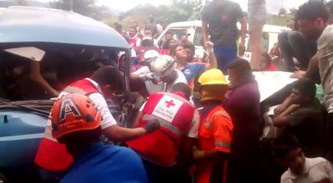 Atienden accidente de tránsito a inmediaciones de la colonia Los Laureles