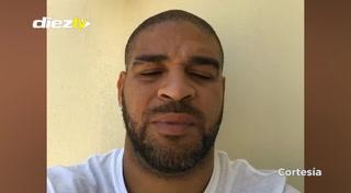 Adriano fue fotografiado con famoso narcotraficante y desata su furia en Instagram