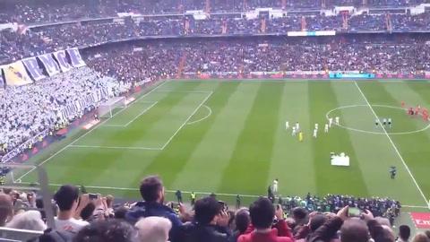 Cristiano Ronaldo presume su quinto Balón de Oro en el Santiago Bernabéu
