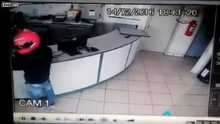 La increíble puntería de un policía impide el atraco a una gasolinera de Brasil