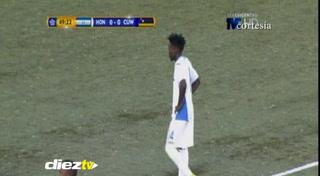 Carlos Mejía anota el primer gol de Honduras ante Curazao
