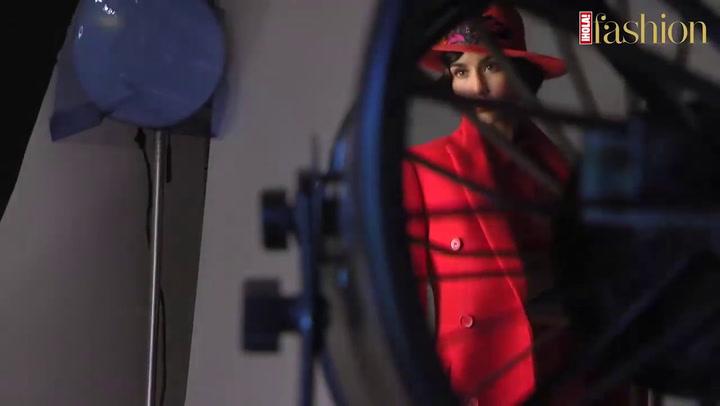 Megan Montaner manda un saludo a los lectores de ¡HOLA! Fashion