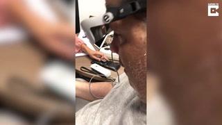 Captan el momento en que un hombre vuelve a ver tras casi dos décadas de ceguera gracias a la tecnología