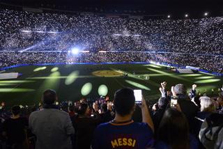 Iniesta se despide con una gran fiesta levantando la Liga en el Camp Nou