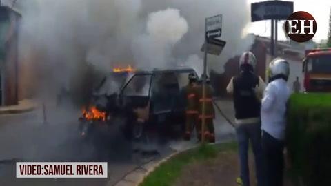 Autobús se incendia en plena calle de la colonia Palmira en la capital