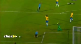 Cavani marca de penal y adelanta a Uruguay frente a Brasil (1-0)