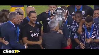 Roger Espinoza se corona campeón de copa con el Sporting Kansas City