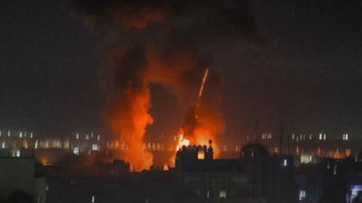 """""""อิสราเอล"""" เปิดฉากโจมตีเดือดอีกครั้ง! ถล่มฮามาส อ้างตอบโต้ลูกโป่งไฟ"""
