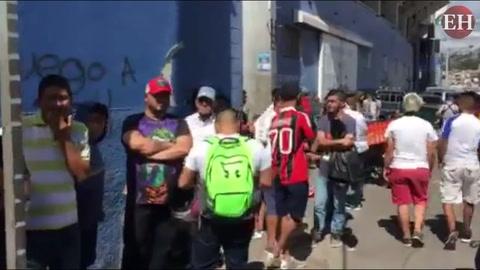 Largas filas para obtener boletos de la Gran Final del fútbol hondureño