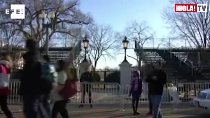 Obama jura su segundo mandato arropado por su esposa y sus hijas