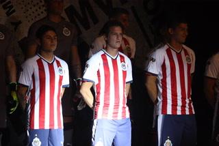 Chivas presume su nueva vestimenta