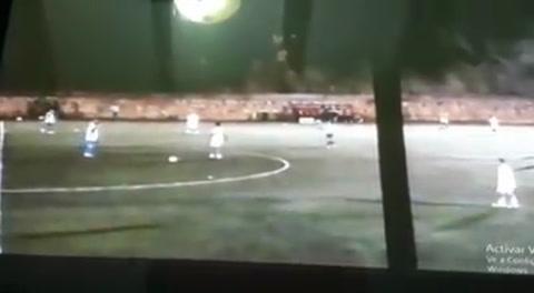 Golazo de media cancha de Rambo de León en Liga de Ascenso