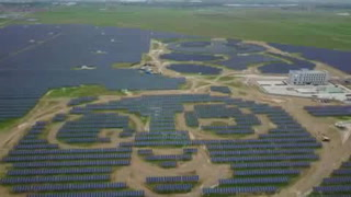 Abren planta de energía solar con forma de panda