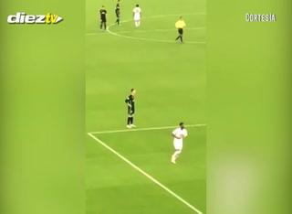 La reacción de Cristiano Ronaldo cuando en el estadio comenzaron a corear Messi, Messi