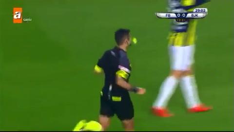 La brutal entrada del portugués Pepe en el fútbol turco