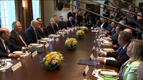 Trump celebra nuevo récord del Dow Jones