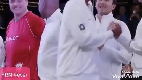 Kluivert evita saludar a Maradona en un show de televisión