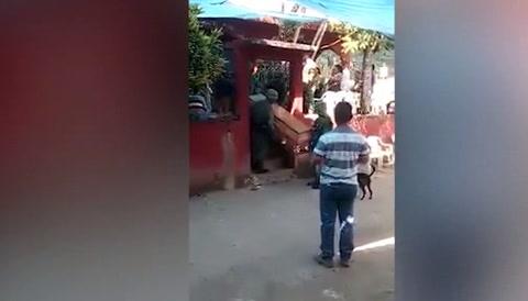 Dejan caer cadáver de víctima de helicóptero que se estrelló en M\u065eéxico