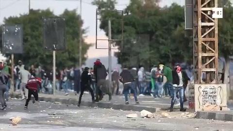 Palestinos y soldados israelíes se enfrentan en Huwwara