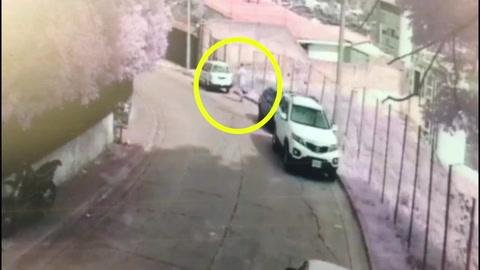 Taxista es captado en video robando baterías en Tegucigalpa