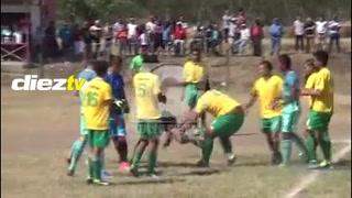 Árbitro en Honduras es agredido durante un juego